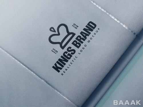 موکاپ لوگو روی محصولات شرکت