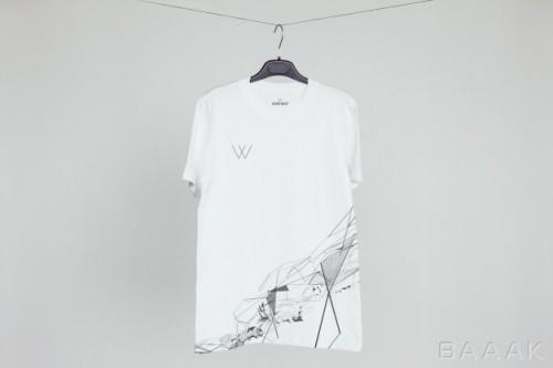 موکاپ تیشرت سفید رنگ آویزان از طناب