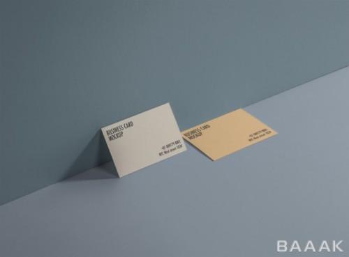 موکاپ کارت ویزیت در کنج دیوار