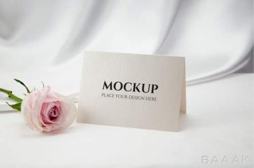 موکاپ کارت به همراه گل رز