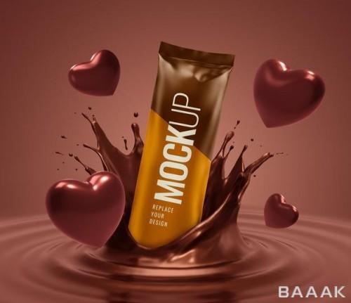 موکاپ تبلیغاتی بسته بیسکوییت شیرجه زده در شکلات به همراه قلب