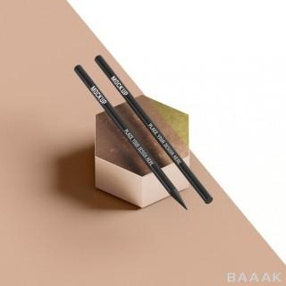دو مداد مشکی بر روی جسم شش ضلعی