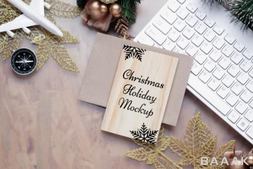 موکاپ تخته چوبی با تبریک کریسمس و موضوع سفر در تعطیلات